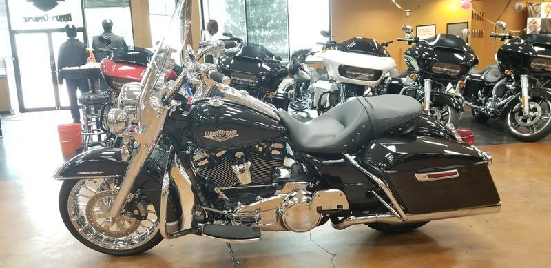 New 2017 Harley-Davidson Road King FLHR