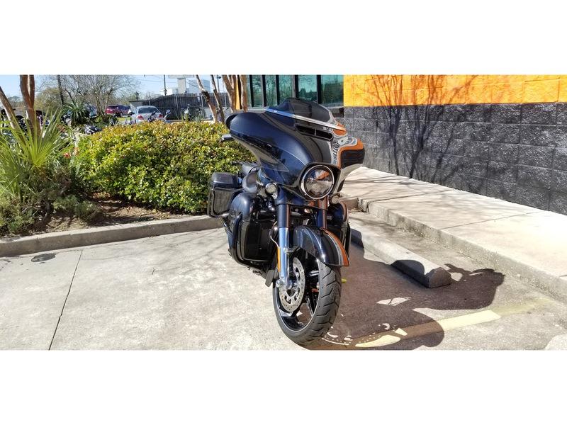 Pre-Owned 2017 Harley-Davidson CVO Street Glide FLHXSE